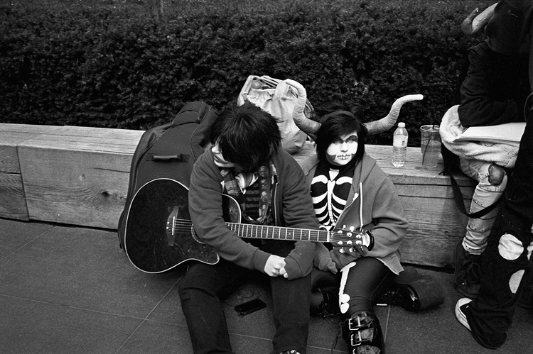 photoblog_chicago_photographer_michaeljarecki_street_black&white_faces_guitar_teenagers_kids