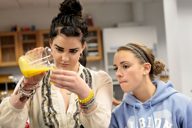 """Fashion design major Lis Armstrong 22, pours a raw egg yolk tempera while Fine Arts major Alexis Lastomirsky 19, watches during a """"Chemistry of Art and Color"""" class at Columbia College in downtown Chicago on Tuesday, September 24, 2013.    Michael Jarecki/For Sun-Times Media"""