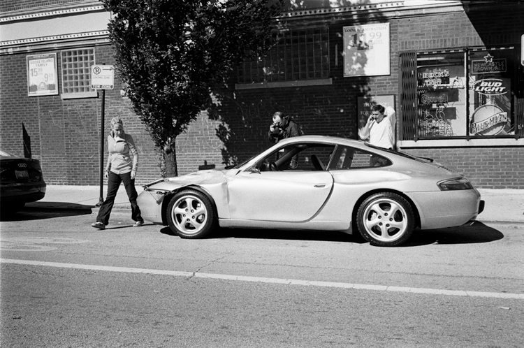 photoblog_chicago_freelance_photographer_michaeljarecki_car_accident_people_porsche_sportscar
