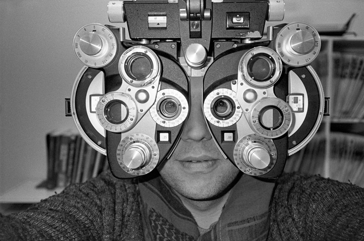 photoblog_chicago_photographer_michaeljarecki_self_portrait2013_eye_doctor_happy_holidays