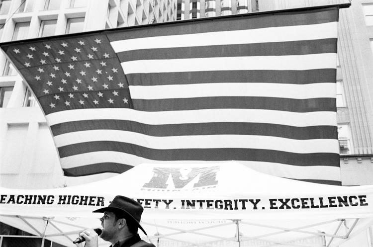 photoblog_chicago_freelance_photographer_michaeljarecki_america_flag_cowboy_singer