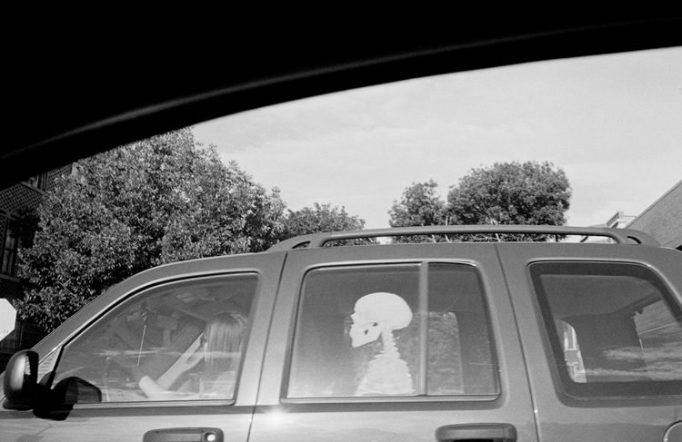 photoblog_chicago_freelance_photographer_michaeljarecki_street_black&white_skeleton_car_OutMyWindow