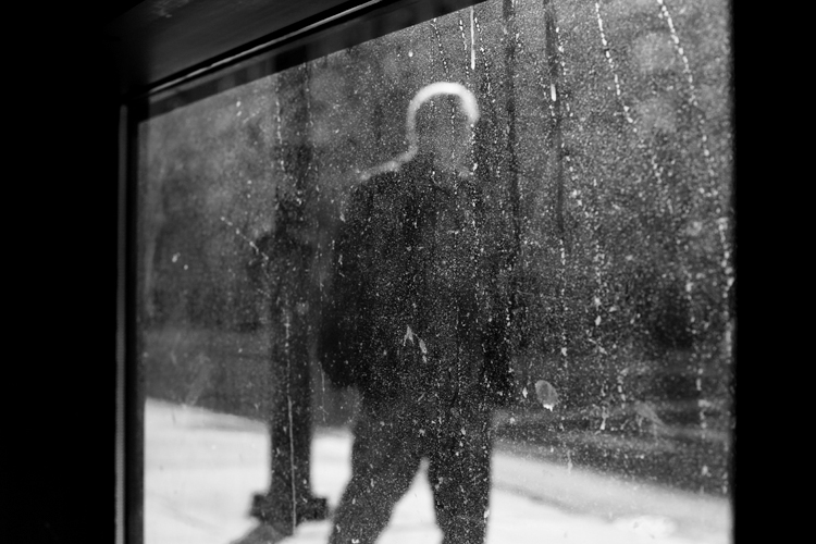 photoblog_chicago_freelance_photographer_michaeljarecki_window_black&white_abstract_man_salt_winter_dirt_grime