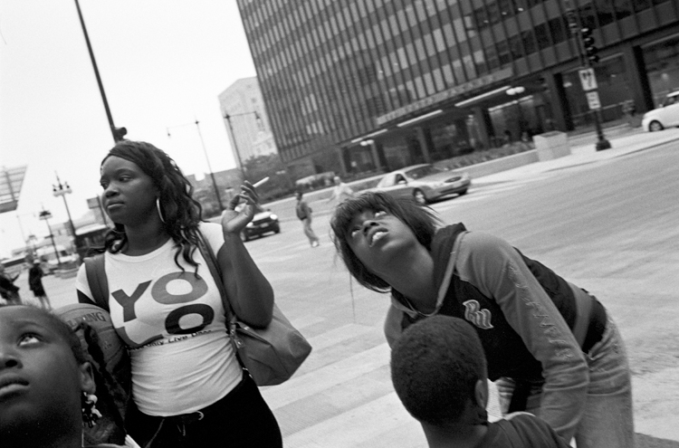 photoblog_chicago_freelance_photographer_michaeljarecki_photojournalist_YOLO_looking_up_kids_youth