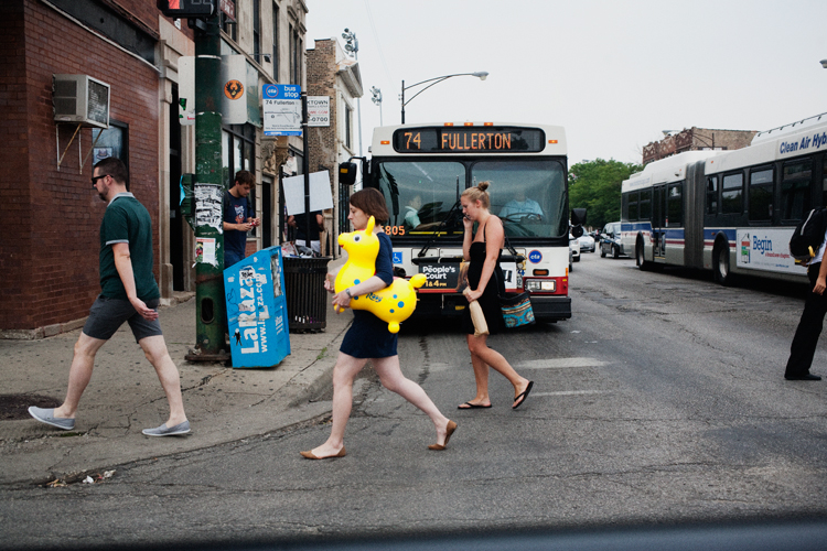 photoblog_chicago_freelance_photographer_michaeljarecki_street_color_donkey_toy_fullerton_bus