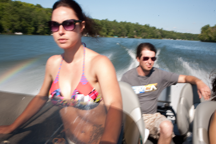 photoblog_chicago_freelance_photographer_michaeljarecki_photojournalist_boating_water_longLake_wisconsin_couple_boy_girl_driver