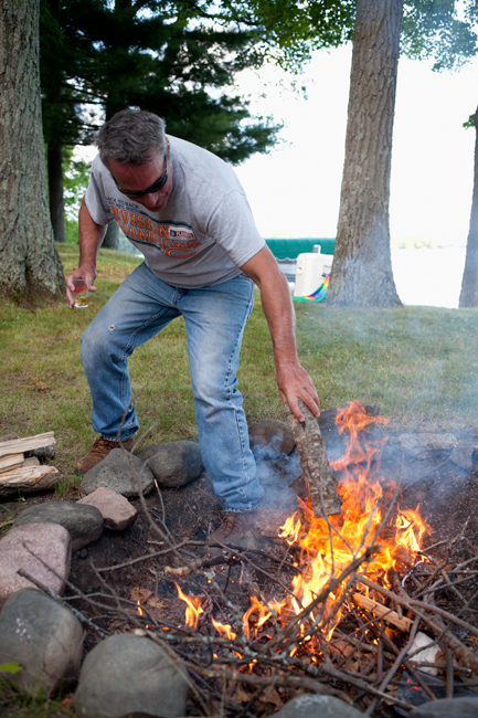 photoblog_chicago_freelance_photographer_michaeljarecki_photojournalist_nature_camp_fire_log_longLake_wisconsin