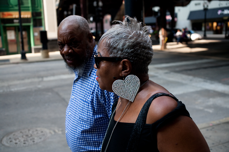 photoblog_chicago_freelance_photographer_michaeljarecki_street_fashions_ lollapalooza_woman_earings_heart_modern