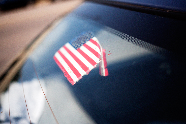 photoblog_chicago_freelance_photojournalist_michaeljarecki_9-11_american_flag_patriotism_weathered_peeling_neverforget_america