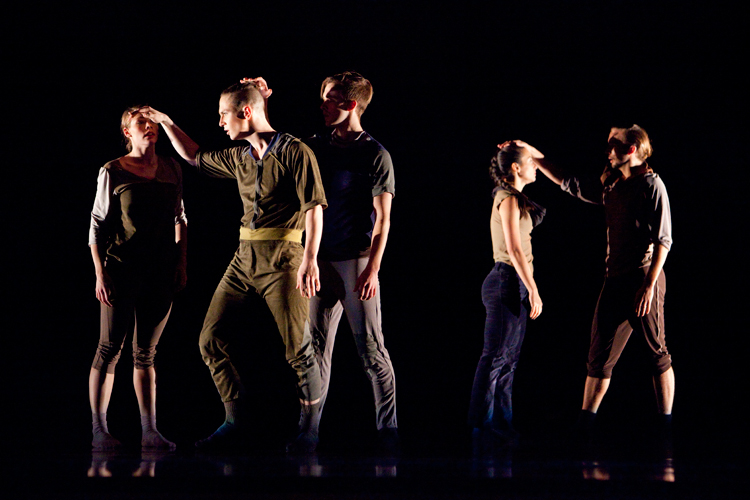 photoblog_chicago_freelance_photographer_michaeljarecki_photojournalist_dance_modern_visceral_company_stage_Harris_Theater-1