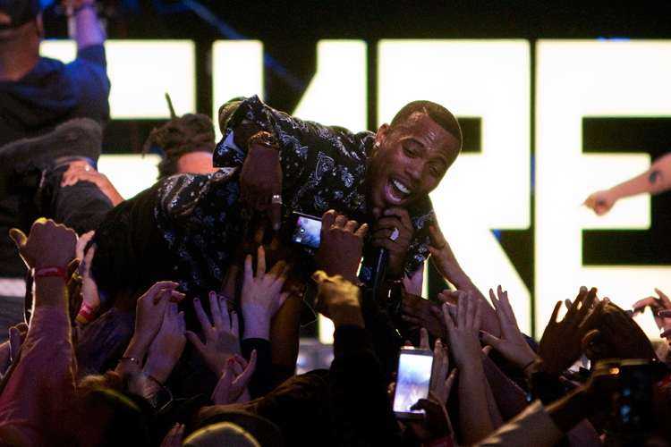 photoblog_chicago_freelance_photographer_michaeljarecki_photojournalist_BoB_rap_star_tour_houseOfBlues_hip-hop_crowd_surf
