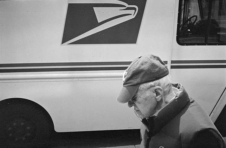 photoblog_chicago_freelance_photographer_michaeljarecki_photojournalist_united_states_postal_service_logo_man_face_hat
