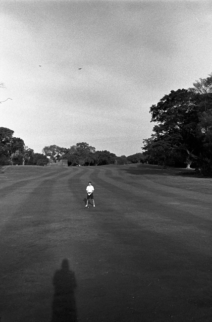 photoblog-freelance-photograph-michaeljarecki-photojournalist-street-black&white-golf-goler-lines-compostion-lines-course-vertical