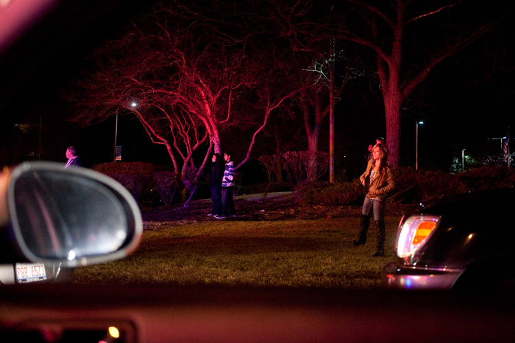 photoblog-freelance-photographer-michaeljarecki-photojournalist-accident-people-watching-rescue-suburbs-night-time