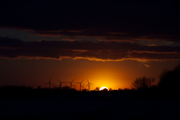 photoblog-freelance-photographer-michaeljarecki-photojournalist-chicago-dramatic-cool-awesome-wind-farm-power-sunset-nature-classic-standard