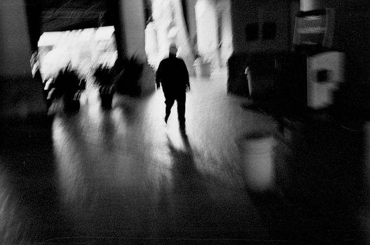 photoblog-freelance-photographer-michaeljarecki-photojournalist-color-chicago-black&white-man-blurr-walking-dream-flordia-epic-unique-awesome