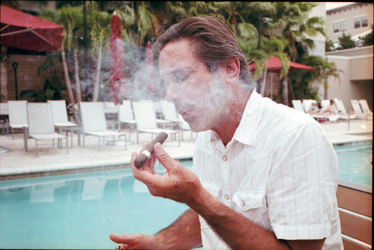 photoblog-freelance-photographer-michaeljarecki-photojournalist-portrait-mark-cigar-smoke-poolside-cool-awesome-color-tampa-flordia