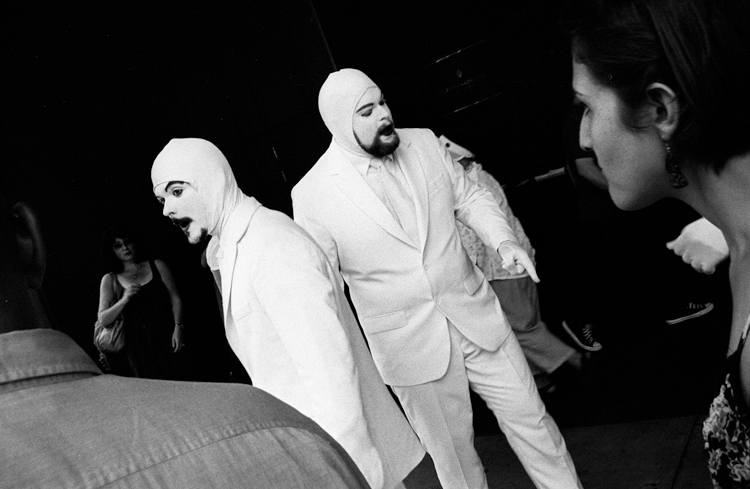 photoblog-freelance-photographer-michaeljarecki-photojournalist-awesome-cool-black&white-faces-white-suits-performance-strange-candid
