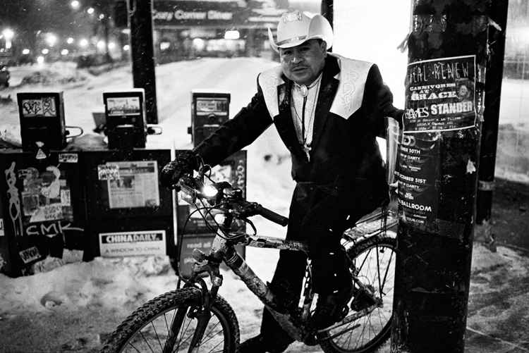 photoblog-freelance-photographer-michaeljarecki-commercial-portrait-street-Black&white-cowboy-bicycle-winter-cool-awesome