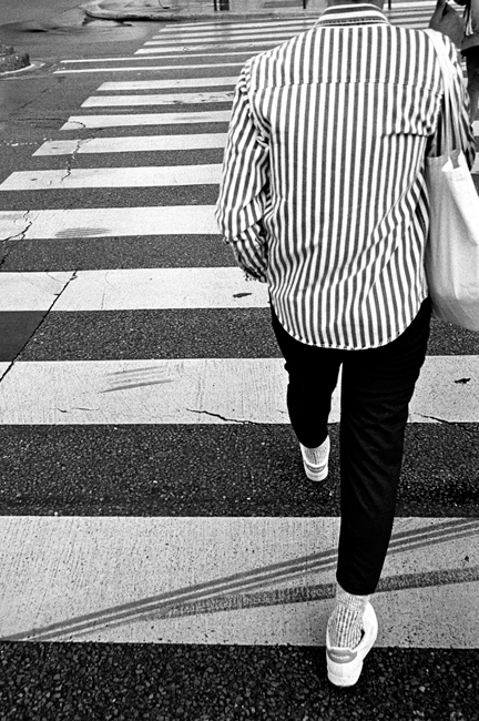 photoblog-freelance-photographer-michaeljarecki-commercial-street-Black&white-candid-paris-fashion-france-crosswalk-lines-stripes