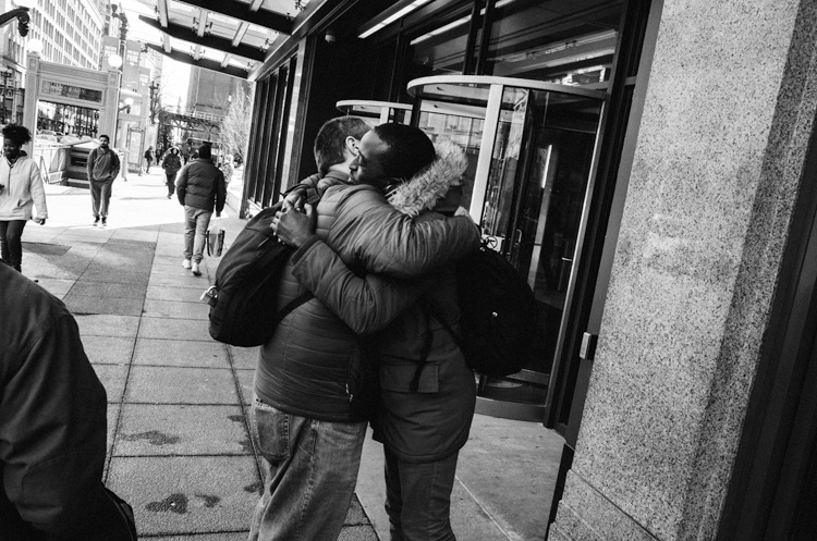 photoblog-freelance-photographer-michaeljarecki-commercial-black&white-candid-public-downtown-couple-hugging-interaction-moment-love-friends-people-cool-awesome