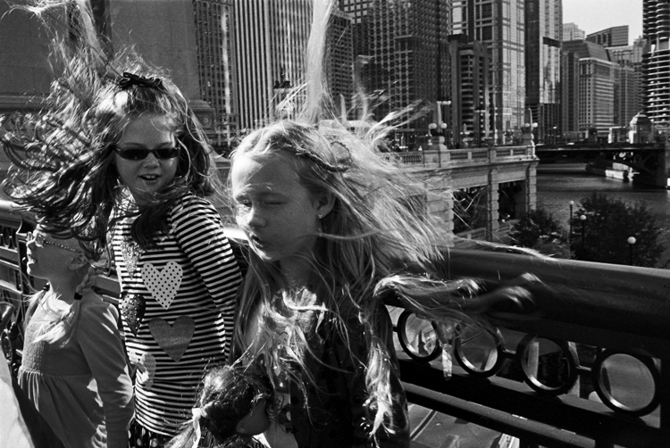 photoblog-freelance-photographer-michaeljarecki-commercial-street-strange-weird-people-candid-kids-Chicago-Street-photography-michigan-aveneue-candid-windy-city-hair