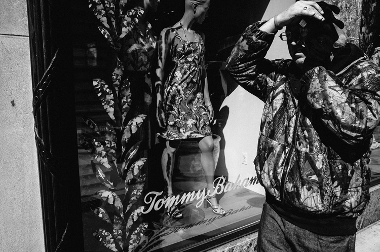 photoblog-freelance-photographer-michaeljarecki-commercial-street-Black&white-candid-cool-awesome-people-camouflage-tommy_bahama-michigan-avenue