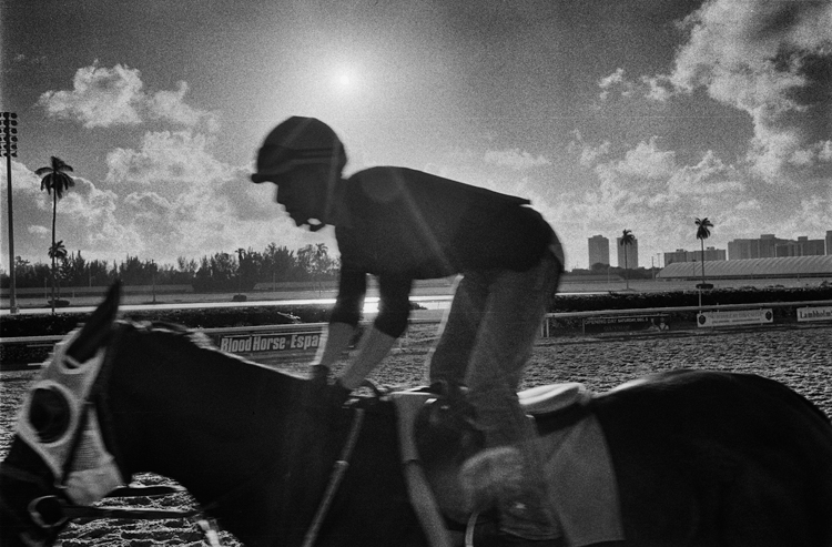 photoblog-freelance-photographer-michaeljarecki-commercial-street_photography-life-black&white-horse_racing-kentucky-derby-jockey