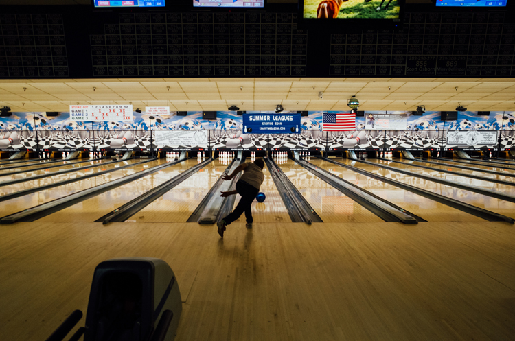 photoblog-freelance-photographer-michaeljarecki-commercial-street_photography-life-bowling-sport-california-the_dude-america
