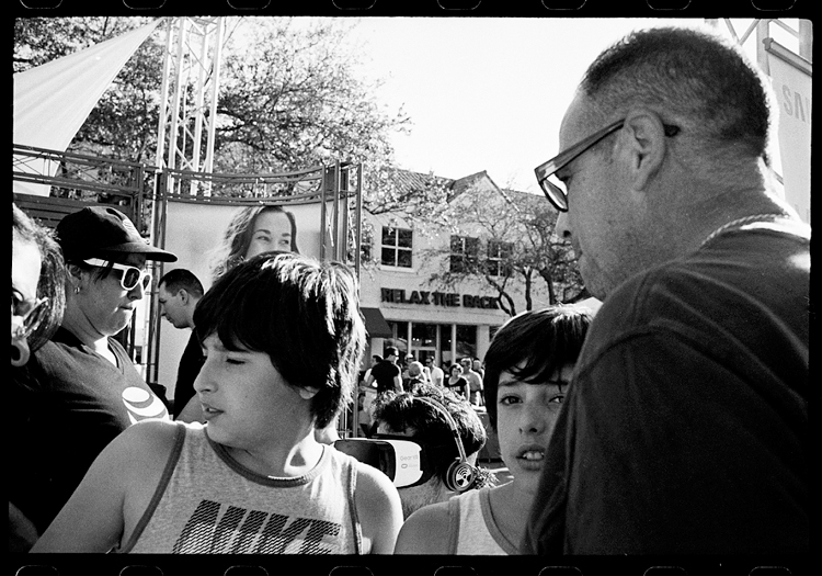 photoblog-freelance-photographer-michaeljarecki-commercial-street_photography-life-candid-black&white-faces-coral_gables-flordia-emotion-story
