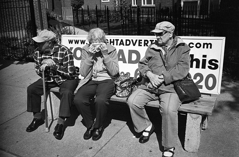 photoblog-freelance-photographer-michaeljarecki-commercial-street_photography-life-candid-black&white-bus_stop-elderly-citizens-waiting_game-moment-life