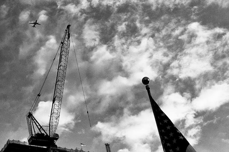 photoblog-freelance-photographer-michaeljarecki-commercial-street_photography-life-blackwhite-america-ground_zero-911-patriotism-airplane-terrorism_not_winning-united_we_stand-rebuild