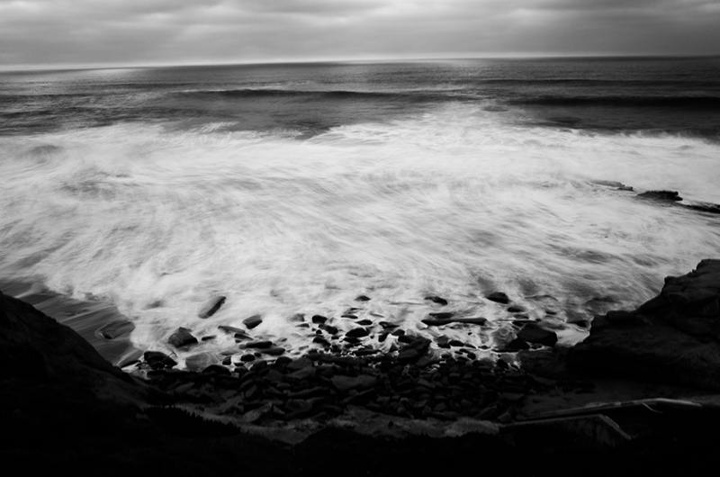 photoblog-freelance-photographer-michaeljarecki-commercial-street_photography-blackwhite-ocean-nature_photography-motion-blur-emotion