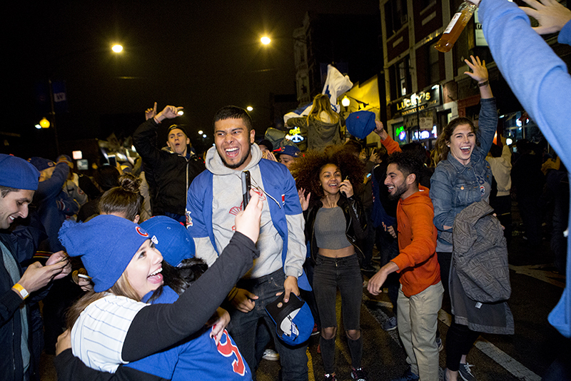 photoblog-freelance-photographer-michaeljarecki-commercial-street-chicago_cubs-world_series-champions-celebration-fans-candid-cool-awesome-wrigleyville-2