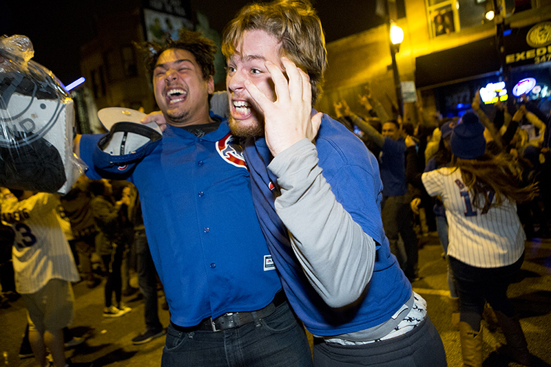 photoblog-freelance-photographer-michaeljarecki-commercial-street-chicago_cubs-world_series-champions-celebration-fans-candid-cool-awesome-wrigleyville