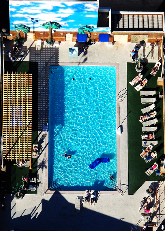 photoblog-freelance-photographer-michaeljarecki-commercial-street-candid-cool-awesome-roof_top-pool-lasvegas-paradise